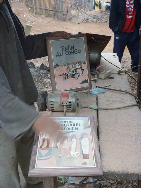 ART DE MADAGASCAR - Marqueterie en cours de fabrication
